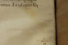 A szövegre merőleges őrszó a szövegtükröt kijelölő vonallal párhuzamosan