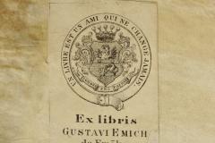 Emich Gusztáv papírra nyomtatott ex librise az OSZK-beli restaurálást megelőzően az előtábla belső oldalára volt ragasztva, a restauráláskor az előzéktükörre került