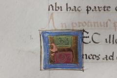 A másoló írás közben kihagyta az iniciálék helyét, s tintával mellé írta a beírandó betűt.