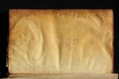 Korábbi pergamenjavítás az első előzéken
