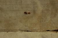 Az előzéktükrön átnyomódó bordarögzítő szög okozta rozsdanyom utal a szög anyagára