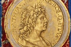 Hunyadi Mátyás mellképe (címlap részlete) Pergamen, tempera, arany; lapméret: 35,8×22,2 cm Országos Széchényi Könyvtár, Kézirattár, Cod. Lat. 417, fol. Iv (részlet) Pergamen, tempera, arany;  lapméret: 35,8×22,2 cm Philostratus, Flavius: Heroica, – De vitis sophistarum. – Epistolae; Philostratus, Lemnius: Imagines, Lat. trad., cum praefatione ad Matthiam regem Hungariae ab Antonio de Bonfinis
