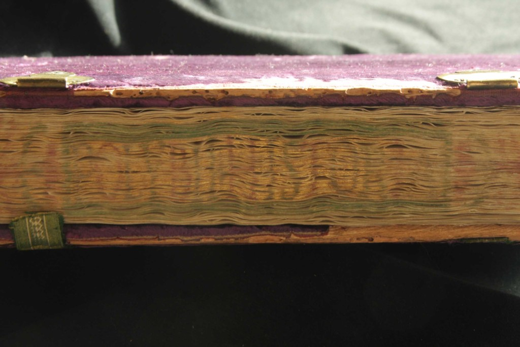 Fore-edge titling
