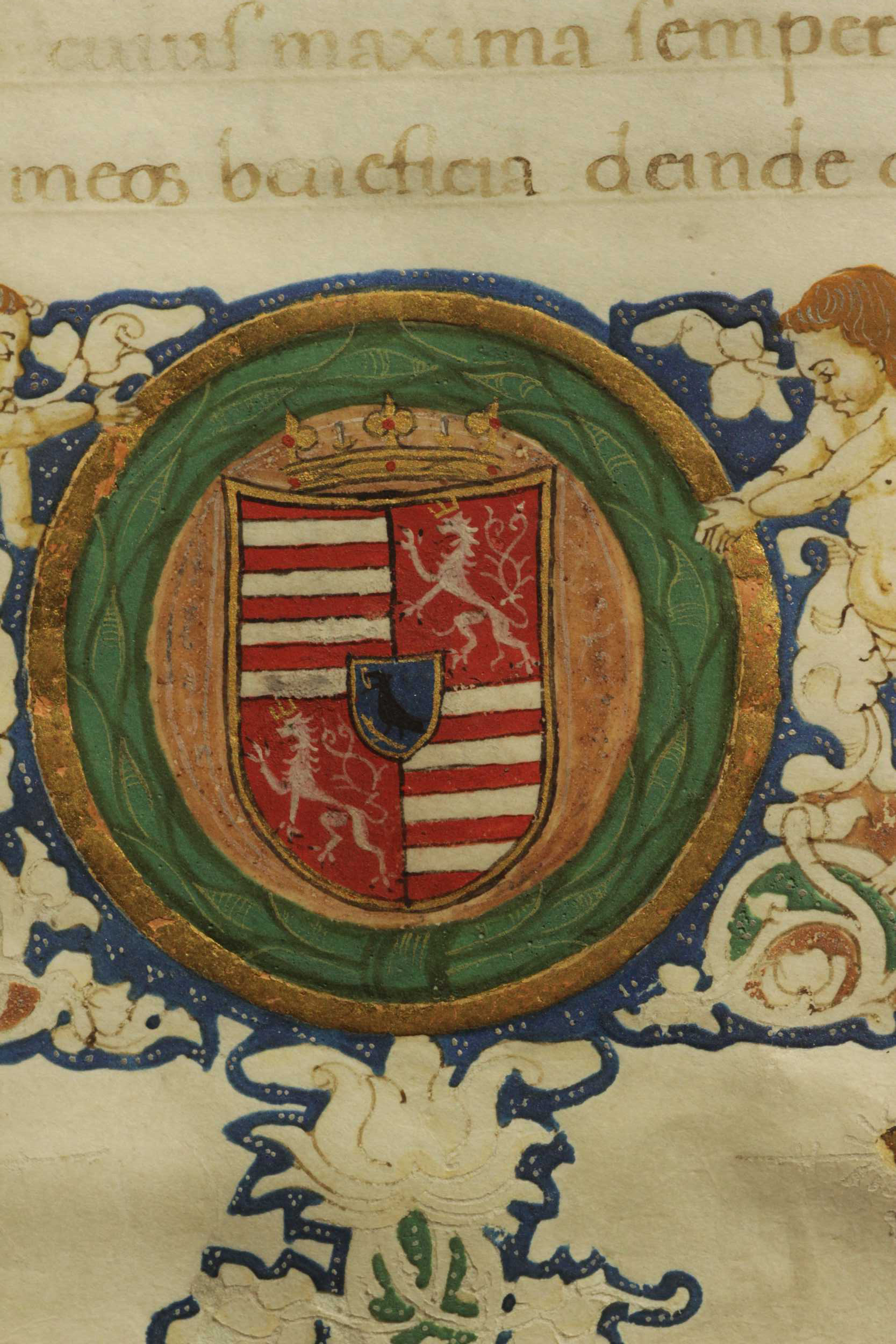 The contour of the coat of arms and the crown were painted with shell gold (gold paint), while the circular stripe forming the external border was grounded with bolus and covered with gold leaf