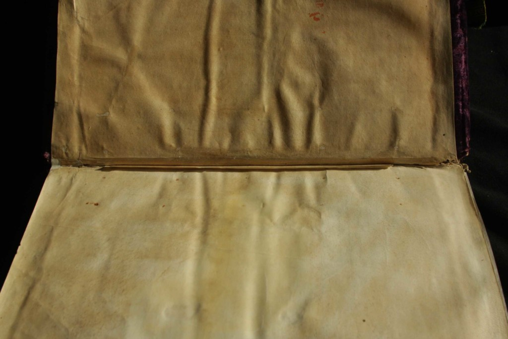 Parchment inside guard strengthening the front endleaves/endleaves at the left end of the textblock