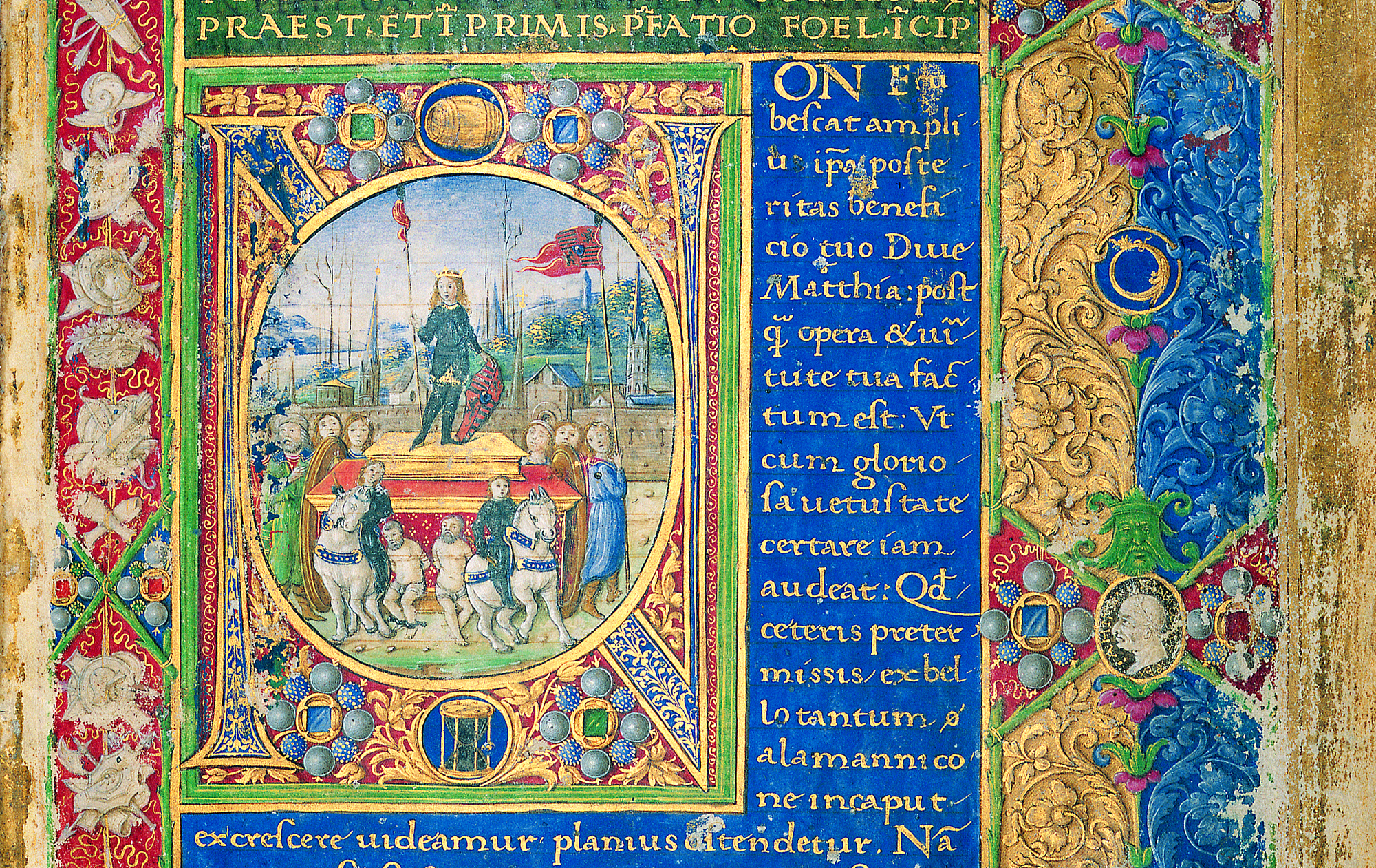 Right-side frontispiece of the Philostratos corvina. In the initial, John Corvinus on the triumphal chariot is displayed. The portrait in the right upper corner is presumably that of court historian Antonio Bonfini. Budapest, NSZL, OSZK Cod. Lat. 417., f. 2r, detail