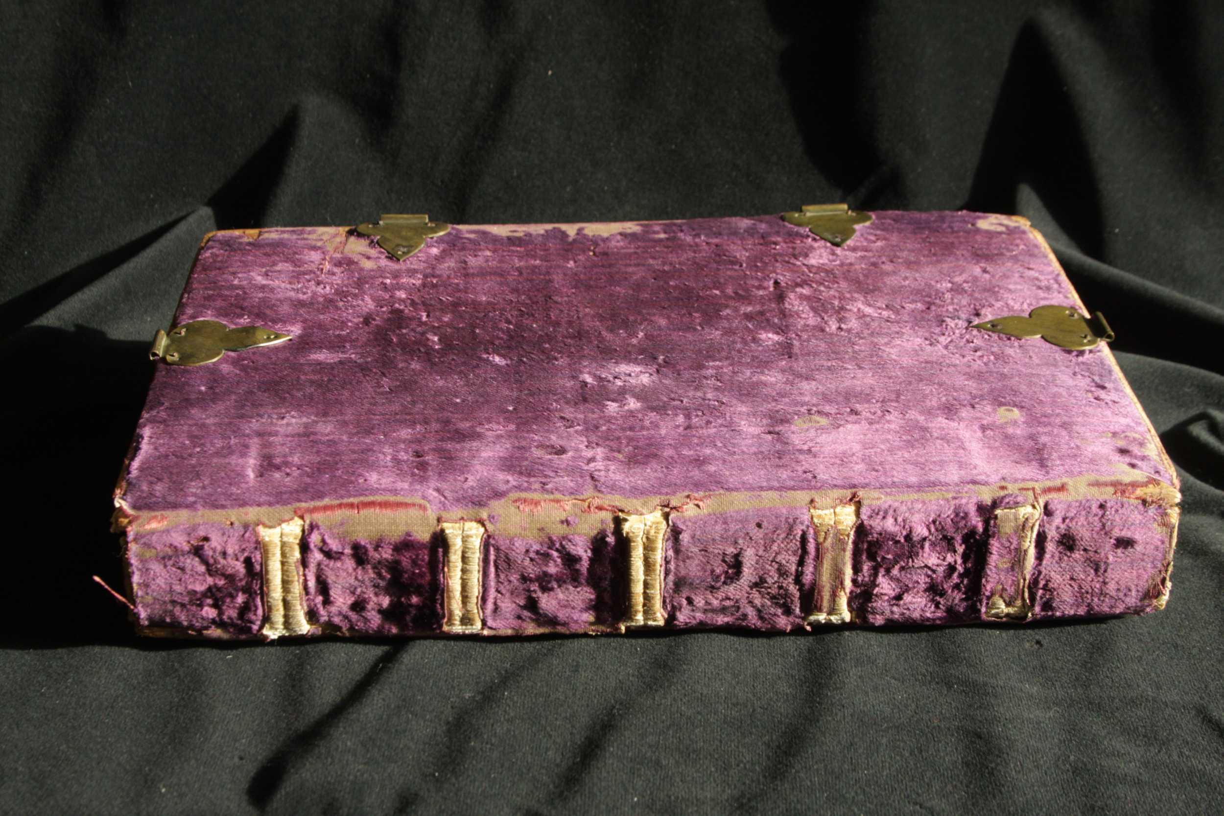 Lila bársonyborítású corvina háttáblája (OSZK, Cod. Lat. 234.)